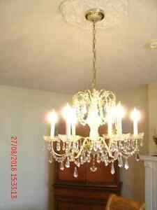 Stunning Quality Dining Rm suite, Cabinet & Crystal Chandelier