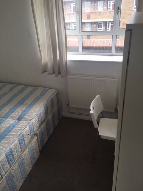 Lovely small double room for low price in White City available now! All bills inclusive!