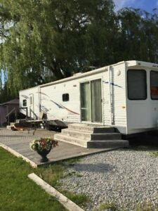 40 ft Jayco FLR Bungalow Park Model