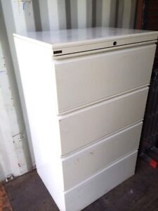 Metal drawer cabinet with 4 drawers