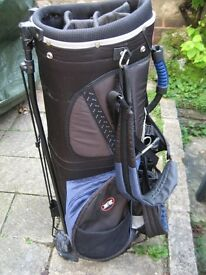 BATTERED BUT USABLE GOLF BAG, 13 BALLS, 2 GLOVES, PACKET OF TEES. BEGINNERS WHO HAVE GIVEN UP GOLF