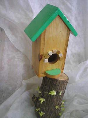 CASITA NIDO de madera para pájaros + regalo de cereales. Bird house