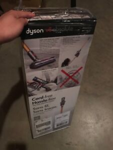 Dyson V8 Absolute Brand New in box