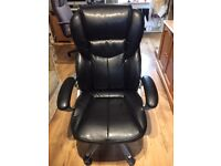 staples Office Chair Computer Desk Chair in Black White Color