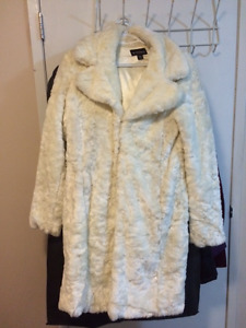 IVORY WHITE WINTER FUR COAT FROM LE CHATEAU