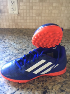 ADDIDAS - boys soccer cleats