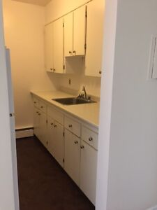 2 Bedroom for Rent NOW! $815 with laminate floors!