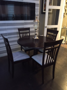 40 inch Round Dark Espresso Maple Wood Table & 4 Chairs