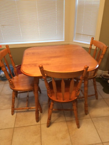 Solid maple kitchen table 4 chairs