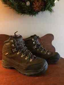 NEARLY-NEW  Men's Size 8/9 BOOTS - SAVE HUGE!!!