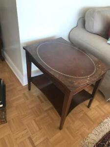 Table d'appoint antique CUIR
