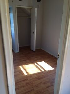 2 bed apartments ~ Point Edward ~ $675 monthly Sarnia Sarnia Area image 5