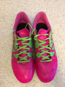 Nike size 6 youth soccer cleats