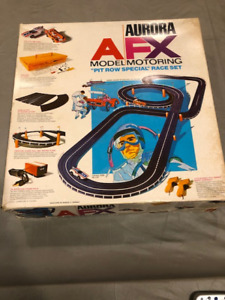 Aurora AFX race set with two cars