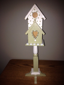 INDOOR BIRDHOUSES