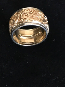 Florentine wedding band
