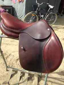 "Like-new 17"" CWD saddle for sale"