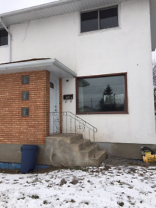 3 Bedroom  Close to University - Andrew Street Available Now!