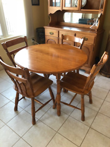 Roxton Solid Maple Dining Room Set Very Good Condition