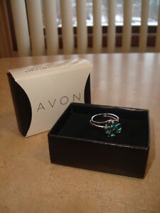 "~ AVON GIFT FOR YOUR SWEETY  ~ "" FAMOUS FOREVER RING "" ~ $29.99~"
