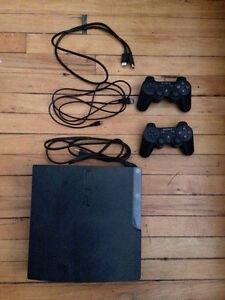 PS3 + 2 manettes + long câble manette + câble HDMi + 8 jeux