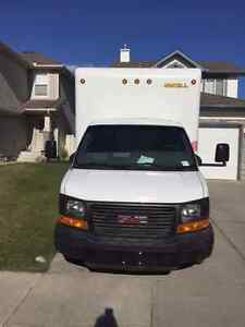2014 GMC Savana 3500 16 ft Cube Van **NO GST OR ADMIN. FEES