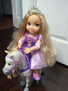 MAXIMUS THE HOURSE AND RAPUNZEL DOLL