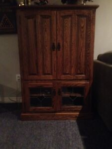 Lincoln Country Hutch with Leaded Glass Doors