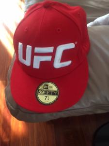 BELLE GRANDE CASQUETTE NEUVE ROUGE UFC GR 7+1/4