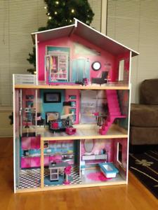Maison de Poupée Meublée pour poupées grandeur Barbie
