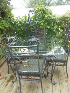 Glass top table and chairs London Ontario image 9