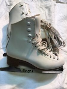 Girls/Ladies Figure Skates - Jackson Size 2 (12)