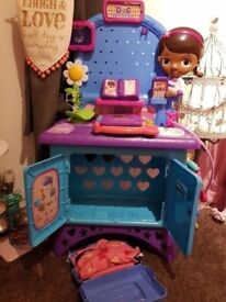 Doc Mcstuffins stand and accessories