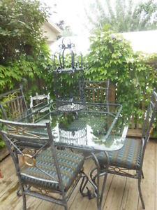 Glass top table and chairs London Ontario image 10