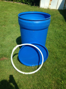 55 gal barrel w/open top and locking ring (New price $10.00)