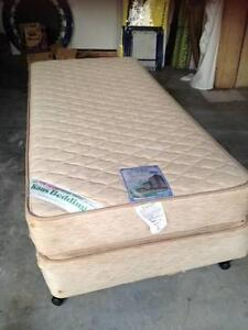 Single bed ensemble Merrimac Gold Coast City Preview
