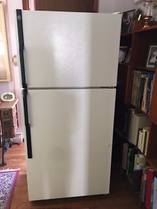 "Sears 30"" 18 Cu. Ft. Top Mount White Refrigerator"