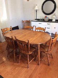 Maple Kitchen/Dining Table & Chairs