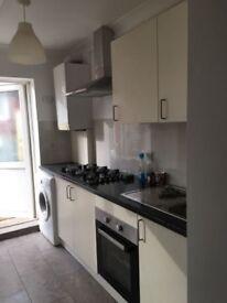 Double bedrooms in a 5 bedroom house in Edmonton N9 9HE £150/ £160