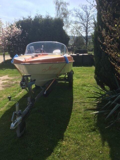 Sportboot Motorboot 35 PS Hellwig Kreta mit Trailer