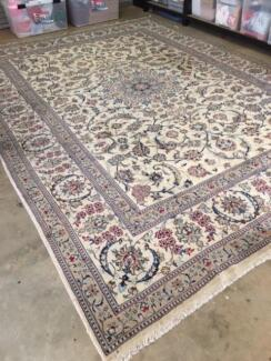 Hand Kotted Genuine Persian Rug
