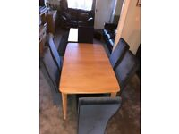 Extending wooden table extends from 6 to 8 seats very quickly and easily