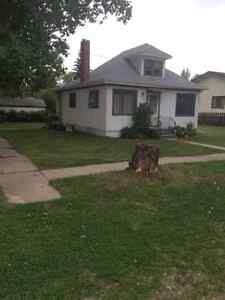 House for Rent Luseland, Sk