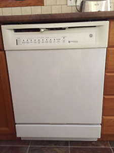 "24"" white GE dishwasher - excellent condition inside and out"