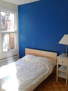 Blue room available June 1 in Mile End