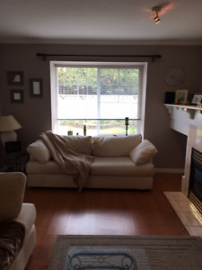 $900/mo 1 bedroom furnished townhouse