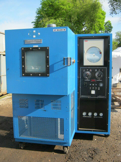 BLUE M ENVIRONMENTAL CHAMBER RANGE: -100 F TO 400 F, -73 C TO 205 C