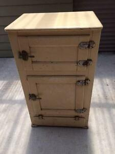 OLD TIMBER ICE CHEST/FRIDGE Aberdare Cessnock Area Preview