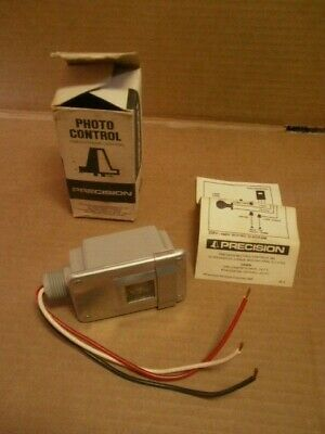 Precision Lumatrol T-15 Photo Control Eye Sensor 120v 1800w Raintight Stem Moun
