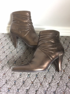 New (Never Worn) Women's Shoes & Boots - Size 6.5